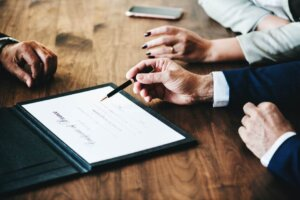 Top 7 Signs You Need a Family Lawyer