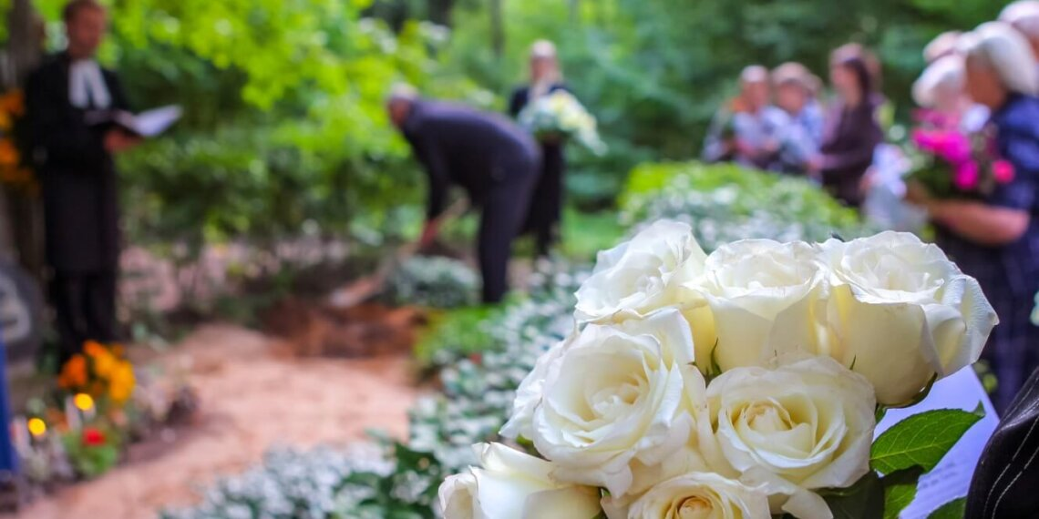 Manage Finances After the Death of Spouse